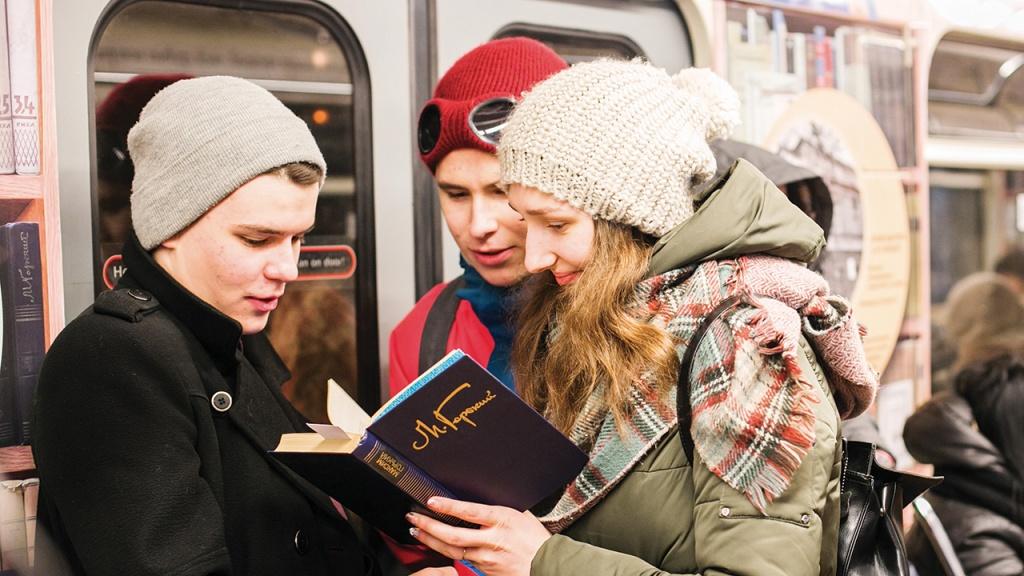 Читать книги — и не только Горького — вот к чему, в конце концов, призывают все юбилейные литературные проекты