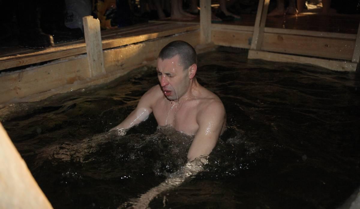 Скрытая камера на крещенских купаниях